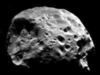 Planete-Saturne-satellite-Phoebe.jpg